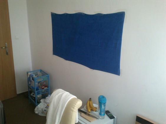 Синее банное полотенце