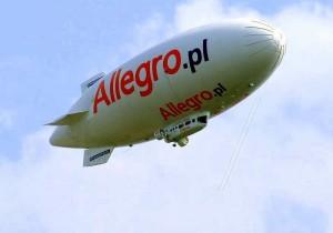 дирижабль с изображением логотипа Allegro.pl
